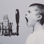【歌唱力】音がフラットしていることに気づいてますか?高い音程でうまく歌う発声のコツとは?