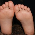 【声の老化予防】両足はきちんと床について立っていますか?